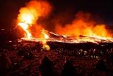 ギャラリー:大迫力、アイスランドの火山噴火と詰めかける人々 写真9点