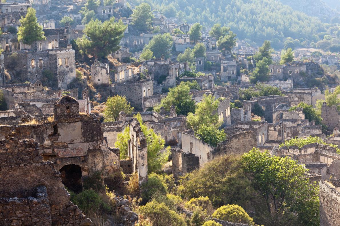 1923年にギリシャ・トルコ戦争が終結したとき、トルコに住んでいた100万人ほどのギリシャ人が祖国に引き上げた。そして、トルコ西部にあった人口約2000人のギリシャ人