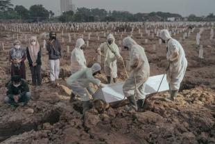 ギャラリー:コロナ感染爆発、インドネシアの1日の死者数が世界最多に 写真14点