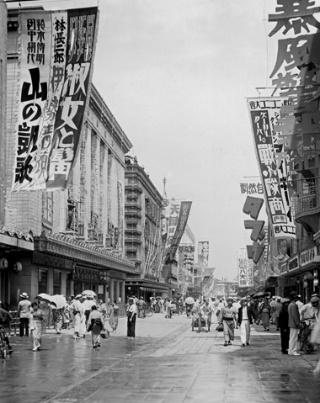 東京きっての娯楽の街、浅草六区