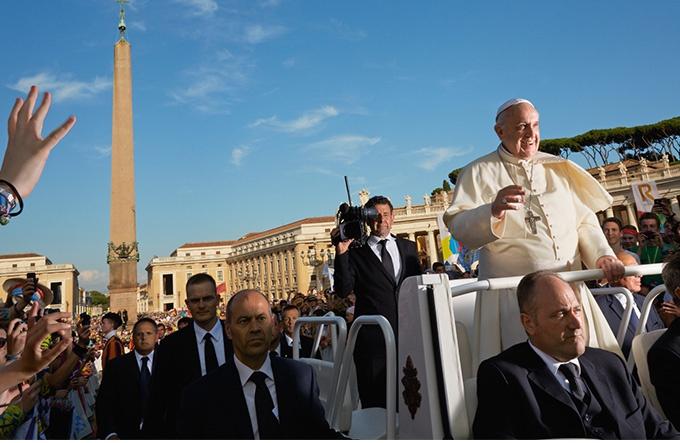バチカンは変わるか? ローマ教皇の挑戦