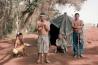 ブラジル南西部のドウラドス近くに暮らすグアラニ=カイオワ族の人々。先祖伝来の土地の大半は、入植者によって大規模な農場や牧場に変えられた。長い間、返還を求めているが、脅しや暴行を受けることもある。