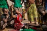 2014年にバンギで起きた市街戦に巻き込まれ、自宅近くで命を落とした姉妹の死を、キリスト教徒の少女が嘆き悲しむ。現在でもイスラム教徒とキリスト教徒が互いに攻撃を続けているほか、イスラム教系の反政府勢力の間でも対立が起き、争いは絶えない。