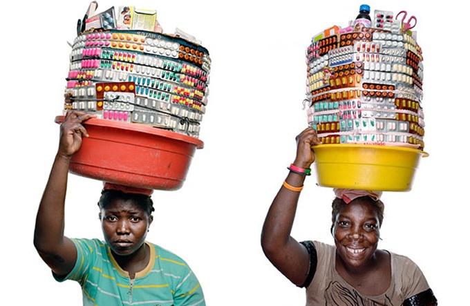 ハイチ カラフルな薬売り