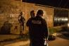 虐殺が始まっても、地元の警察は傍観していた。数年後、セタス・カルテルのリーダーたちが投獄されると、やはり襲撃を受けたピエドラス・ネグラス市では、警官をほぼ全員解雇して新たに採用。軍隊に共同パトロールを要請して、行政の信頼回復に努めた。