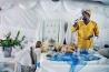 <b>モーゼス・フロングワネ</b><br>別名<br>「王のなかの王」<br>「主のなかの主」<br>「イエス」<br>南アフリカ共和国東部の町エショウエで、自身の結婚式のさなか、この式が「終末の日」の始まりだと信者に説く。1992年のある日、宝石の販売員だった彼の夢枕に神が立ち、救世主であることを告げられたという。信者の数は約40人。