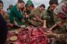 ミネラルやビタミンといった栄養素が豊富に含まれるトナカイの肉は、ネネツの人々の食事に欠かせない。解体した直後のまだ温かい肉を生で食べるのが好まれているが、2016年にヤマル半島南部で炭疽症が発生したときは、生食を一時的に控えた。