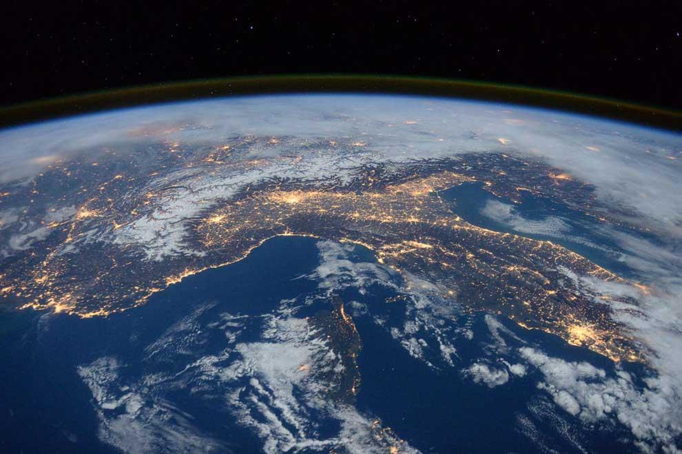 3月5日に小惑星が地球スレスレを通過、NASAが発表