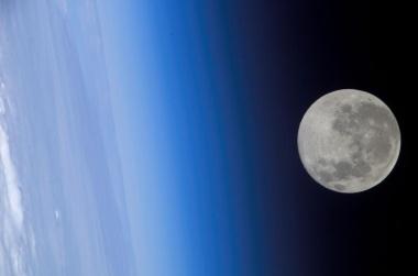 【ニュース】月の大気の帯電を観測、満月にパワーアップ