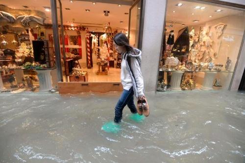 水没 ヴェネツィア 水の都が「水没の都」に!? ヴェネツィアの街が水浸するアックア・アルタ体験レポ|エクスペディア