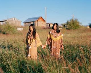 アラスカ先住民の姉妹