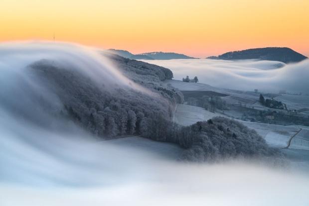 夜明けの霧
