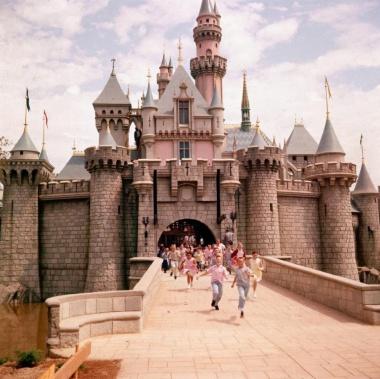 【Photo Stories】開園当時のディズニーランド、半世紀前の魔法の王国 写真29点