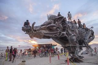 超ワイルドな砂漠のイベント「バーニングマン」写真22点