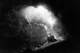 洞窟に降り注ぐ光