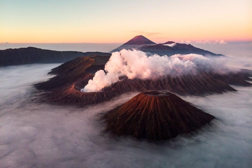 火山を見下ろして
