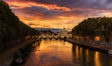 夕焼け空とサン・ピエトロ大聖堂