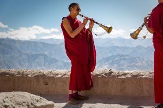 僧侶の演奏