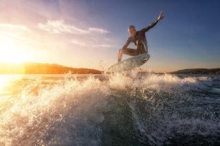 湖でサーフィン