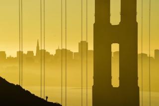 金色に染まるゴールデン・ゲート・ブリッジ