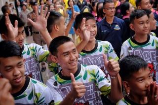 タイ洞窟に閉じ込められた少年たち、救助の物語「残された唯一の選択」