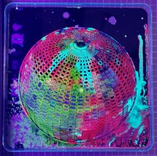 鮮やかな彩りに絶句 生きている微生物が描いた傑作アート
