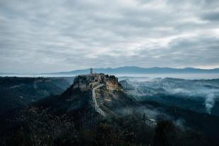 町全体がまるで博物館、崩落を続けるイタリアの「死にゆく町」チビタ