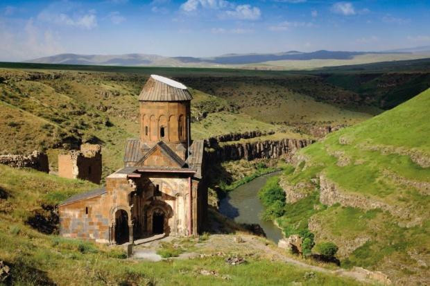 千と一の教会があった都 キリスト教国・中世アルメニアの首都アニ