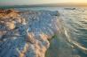 アサル湖の標高はアフリカで最も低く、海抜マイナス156メートルだ。ジブチに拠点を置くある製塩企業は、この湖を「世界最大の未開発の塩湖」と呼ぶ。