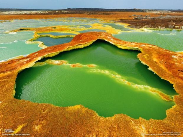 アファールの絶景1「鮮やかな色に染まる温泉(エチオピア)」