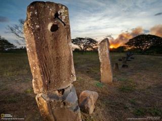 エル・カーニョ遺跡そばの石柱(パナマ)