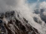 南極の活火山 エレバス 6 蒸気を噴き出すエレバス山の噴火口