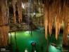 洞窟内に降り注ぐ太陽光(メキシコ・ユカタン半島)