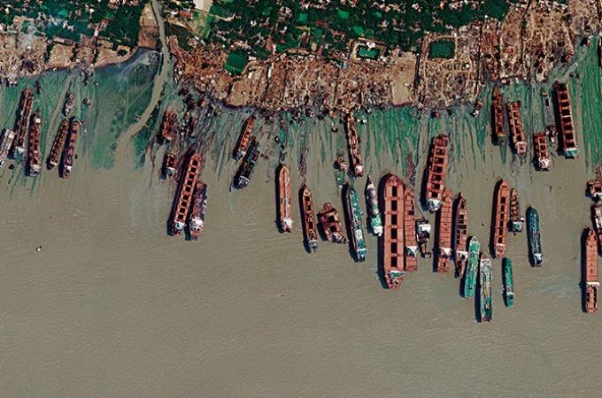 バングラデシュ 船の墓場で働く