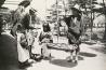 宮島で芋を買う親子