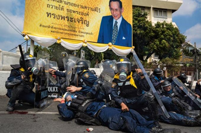 タイ 引き裂かれる王国