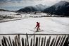 長い冬の間、村の子どもたちはよくスキーをする。メスティアの空港が拡張されたこともあり、開発業者は最新のスキーリゾートを造って観光客を呼び込もうとしている。