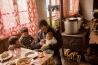 イエリ村に住むオレグ・サムシアニが、3人の息子たちと朝食をゆっくりと楽しむ。若い頃には仕事のため一度スバネティを離れたが、戻ってきて家庭をもった。