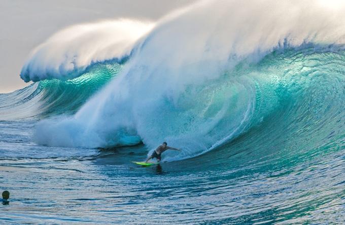 ハワイ 波と生きる