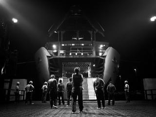 夜の青森港