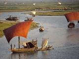 チュラグ川を下る帆掛け船、バングラデシュ