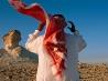 風になびくクーフィーヤ、カタール